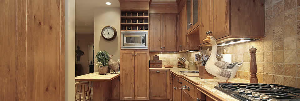/bespoke-kitchens/pine-by-design-case-studies/handmade-pine-country-kitchen-design-with-a-proud-spindle-and-traditional-waxed-pine-finish